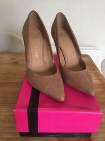 River Island nude/tan heels size 7