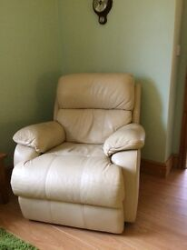 2 leather electrical reclining chairs in very good condition