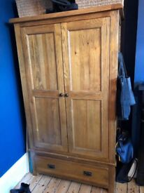Oak Double wardrobe in excellent condition with hanging rail and large drawer