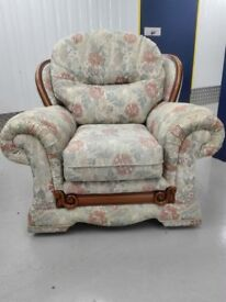 Mint condition floral chair armchair one seater settee part of a suit / free delivery