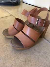 EUR 36 (UK Size 3) Ladies Office London Wooden Wedge Shoes - Used but good condition