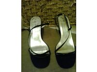 Ladies black size 7 shoes