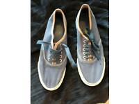 SIZE 9 PAIR NAVY MEN'S/BOYS LACE UP PUMPS IN GOOD USED CONDITION