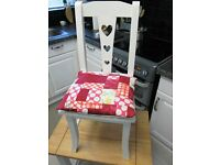 Child's chair £20 **** Table/desk £20 ****