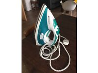 Morphy Richards 40750 ComfiGrip steam iron - hardly used