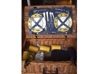 Deluxe picnic hamper