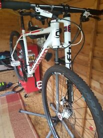 2014 Cannondale F29 hard tail mountainbike. Lefty suspension.