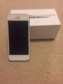 white apple iphone 5/ Iphone 5