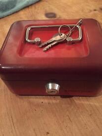 Lockable money tin