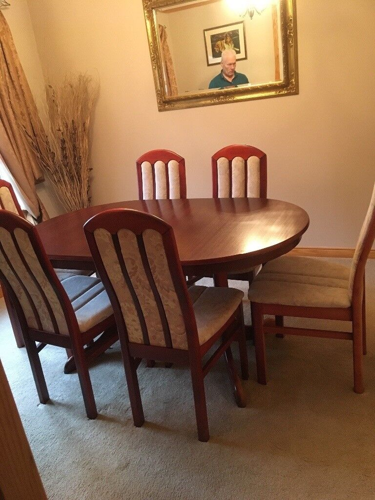 Solid wood mahogany Dining roomtable and chairs