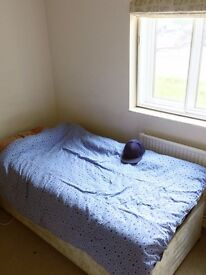 Shared Room in Parsons Gree - 300£ Per Motnh - All Bills