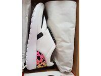 Women's/Girls Nike Roshe size 4
