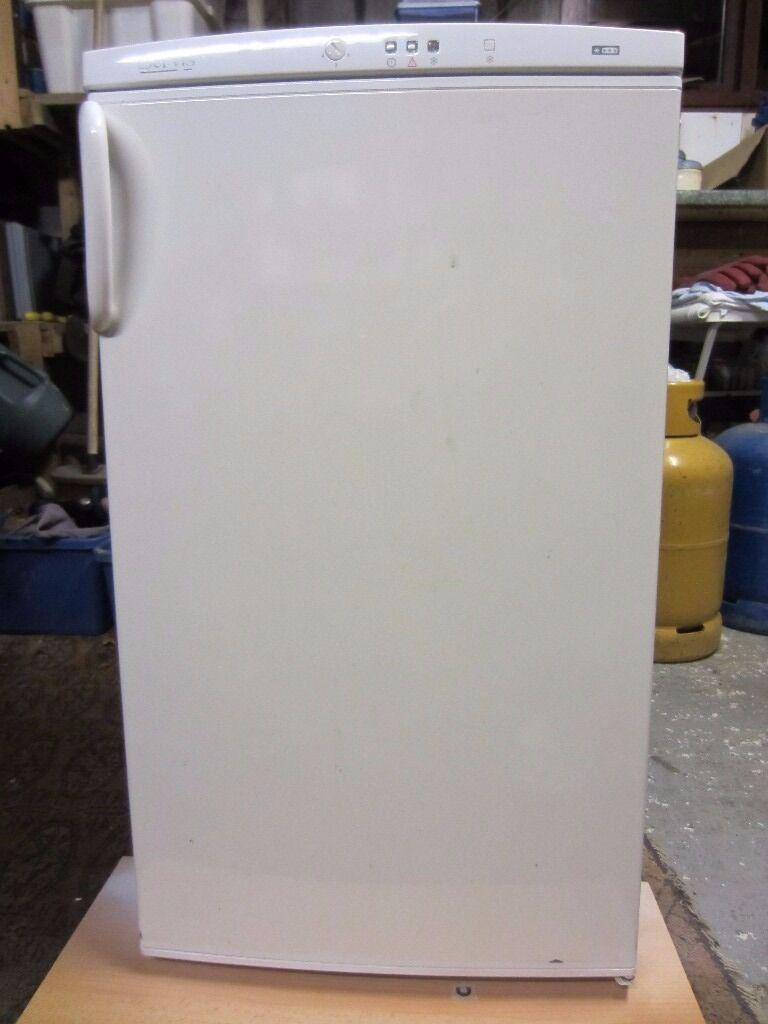 Freezer/under counter