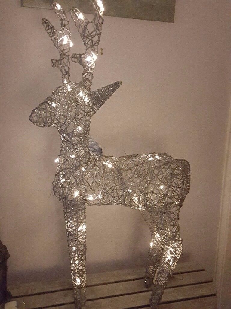 Stunning Gold Or Silver Indoor Outdoor Light Up Christmas Reindeers Stand 40 Tall