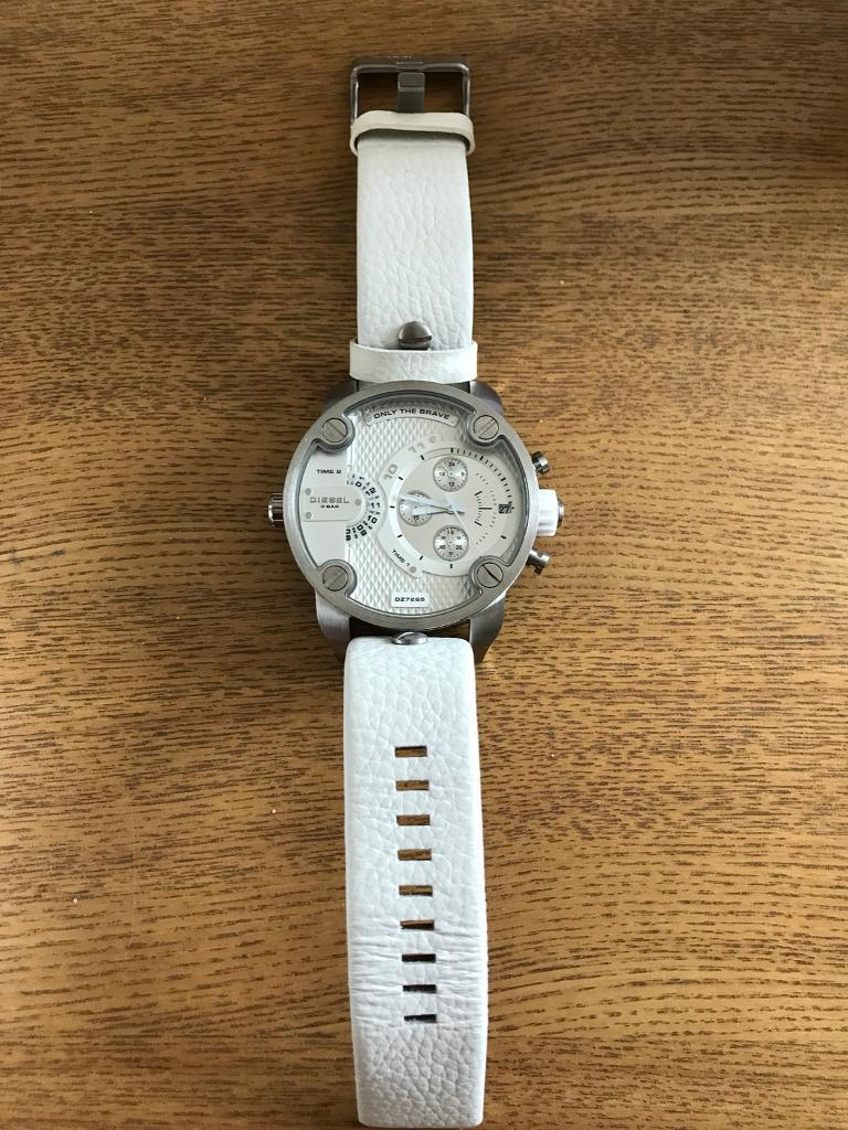 Diesel watch Mens brand newin Connahs Quay, Flintshire - Diesel watch (DZ7265) brand new Strap is whiteWatch never been used. The lock on the dail is still on