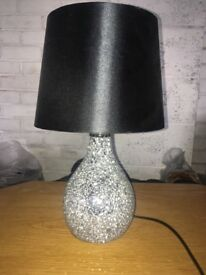 Black cracked glass detailed table lamp