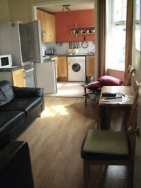 4 BED STUDENT HOUSE TO LET AS A WHOLE, BARNDALE RD., L18. £85.40 PPPW (£370 PCM PP)
