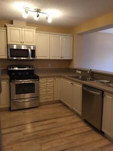 3 Bed Duplex,in Windermere,Only $1650! Incentive:1st Month$1000!
