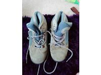 Unisex walking boots size 7