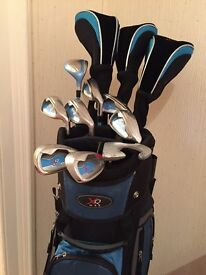 Ladies golf clubs and bag. Includes 3 woods, hybrid, 7 irons and putter