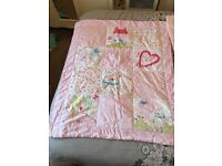 Baby girls bumper and quilt set