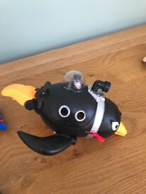 Imaginext DC The penguin figure and pod