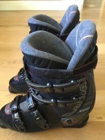 LOWA Black ski boots. Good condition. Size 44 / 9.5