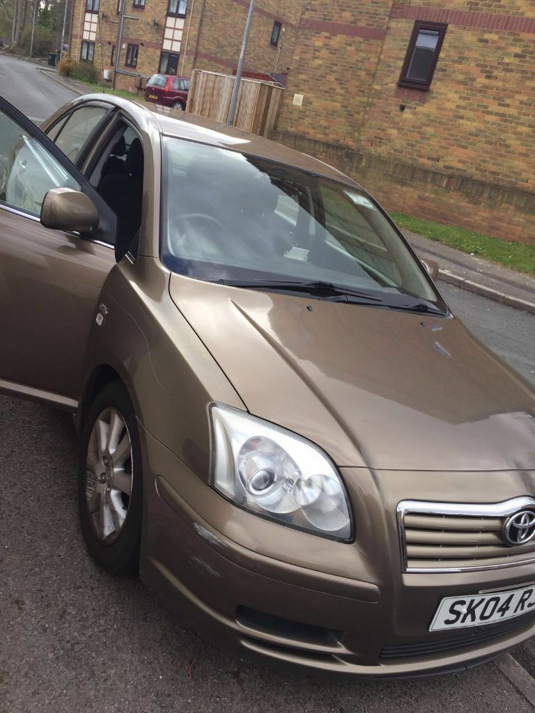 toyota avensis 2004 golden colour in newport gumtree. Black Bedroom Furniture Sets. Home Design Ideas