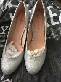 Silver sparkly shoes medium heel shoes size 6