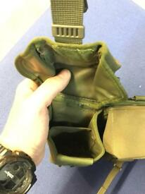* 100 USED OLIVE GREEN WEBBING AMMO POUCHES