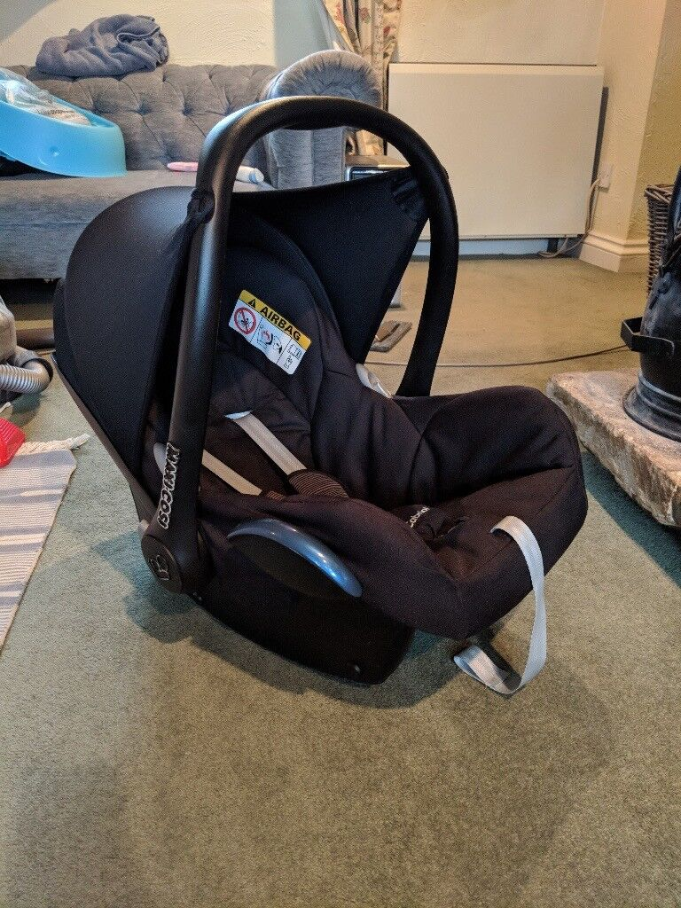 Maxi Cosi Cabriofix Car Seat in Black Raven with Baby Insert | in ...