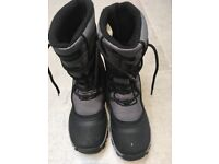 Snow boots/waterproof boots size 4