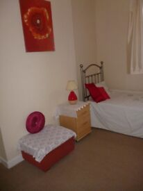 lovely clean room to let in Bolton Lancs £80 wk