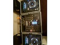 Pioneer 2x cdj 2000 nexus + djm 2000 + flight cases