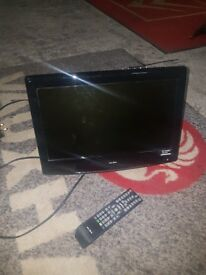 19 in flat tv with wall brakiet nmand remot all good working condishon