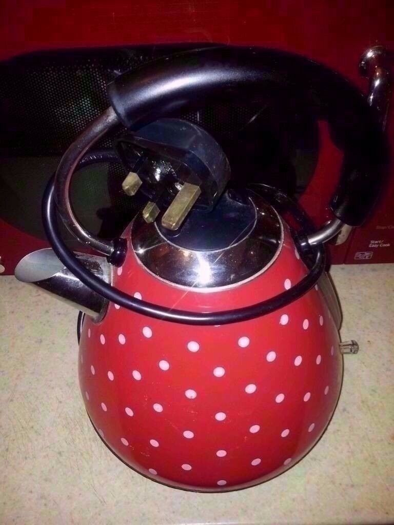 Red pyramid kettles £5 each