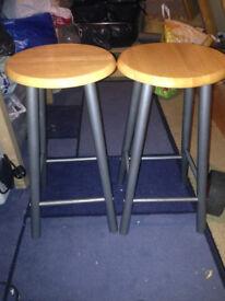 2x bar stools