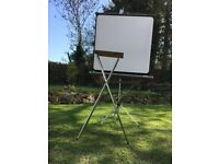 Projector screen and folding projector / laptop stand