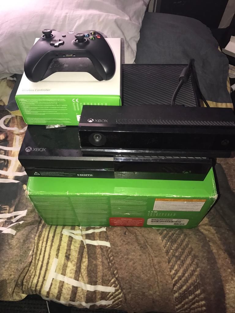 Xbox one 500gb Kinect pad two games