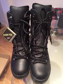 Men's gortex boots. 8M