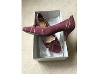 Size 6/39 Cheeky retro style kitten heels in plum suede with gold trim.