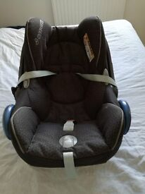 Maxi Cosi cabrio fix car seat with easyfix (iso fix) base