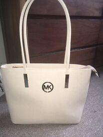 Ladies cream shoulder bag used once