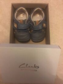 2 x Baby Shoes (Size: 3, 5)