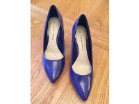 Ladies purple heels size 6, brand new never worn