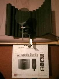 Se electronics microphone studio bundle