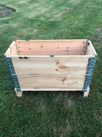 Wooden planter stackable with pallet base
