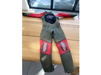Kids wetsuit - saltrock - size S (fits age 8 to 10)