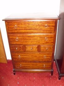 Chest of drawers - solid wood. Vintage.