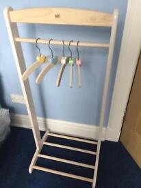 Pin Furniture nursery hanging rail and shelf